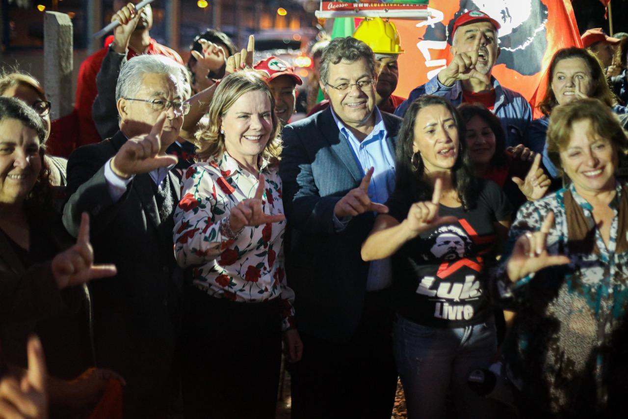 Presidenta do PT esteve com ex-presidente Lula nesta quinta (1) ao lado de Emidio de Souza e Paulo Okamotto - Créditos: Joka Madruga