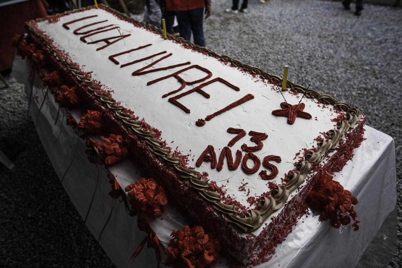 df351e26593ae Ato de resistência abre comemoração do aniversário de Lula em ...