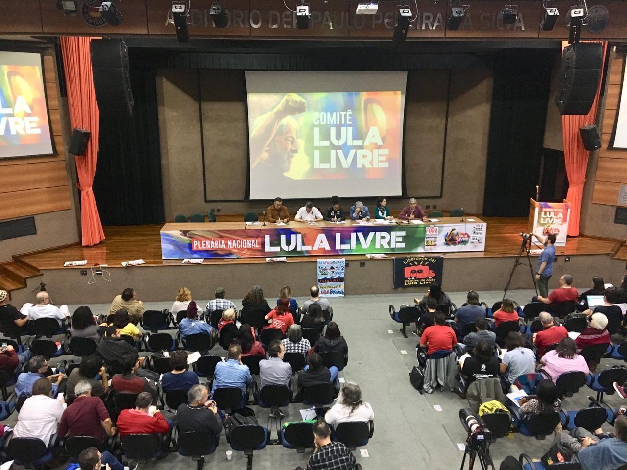 Mais de 300 pessoas participaram da plenária Lula Livre em São Paulo (SP), no último sábado (22) - Créditos: Paulo Pinto / PT