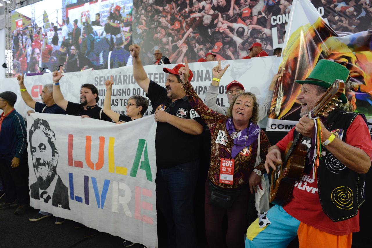 Militância pede por ''Lula Livre'' na abertura do 13º ConCUT, em Praia Grande, SP - Créditos: Jordana Mercado